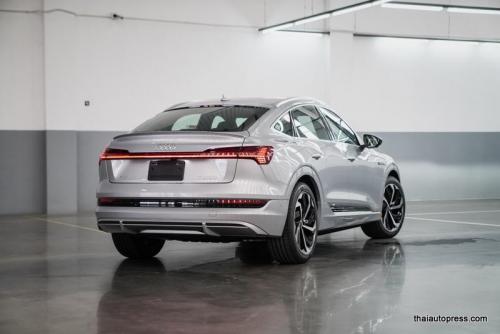 Audi e-tron Sportback 55 quattro S line ภายนอก 01 (13)