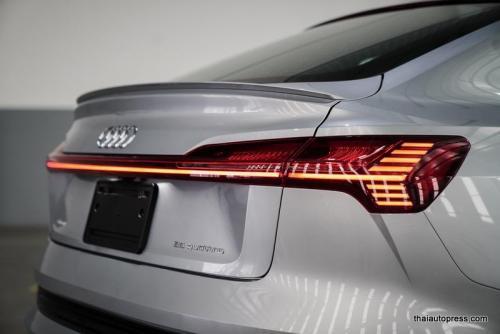Audi e-tron Sportback 55 quattro S line ภายนอก 01 (14)