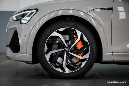 Audi e-tron Sportback 55 quattro S line ภายนอก 01 (16)