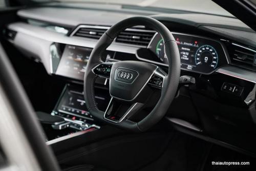 Audi e-tron Sportback 55 quattro S line ภายนอก 01 (3)