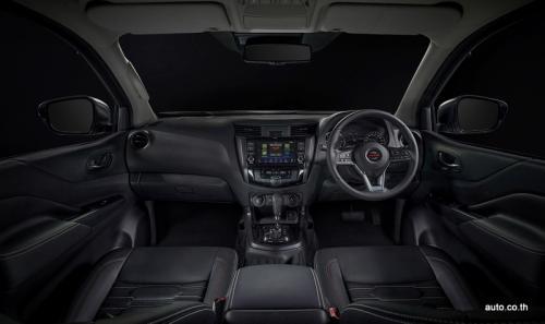 Nissan PRO-4X 2020 Interior (1)